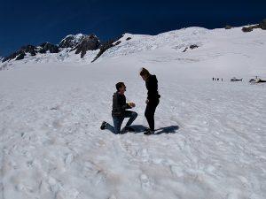 "Read more about the article Verlobung auf dem Fox Gletscher – ""a good day to drop a knee"" [NZ]"